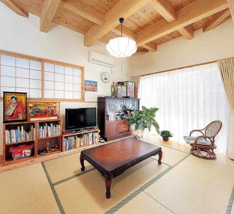 リビング代わりの和室は奥様のリラックススペースでもあり、ゲストが宿泊するための部屋でもある.<br />