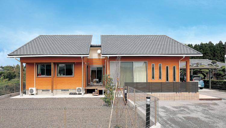 中心の中庭ウッドデッキが様々なメリットを生み出しているS様邸。<br /> 永く快適に住み続けられる性能を備えた長期優良住宅。